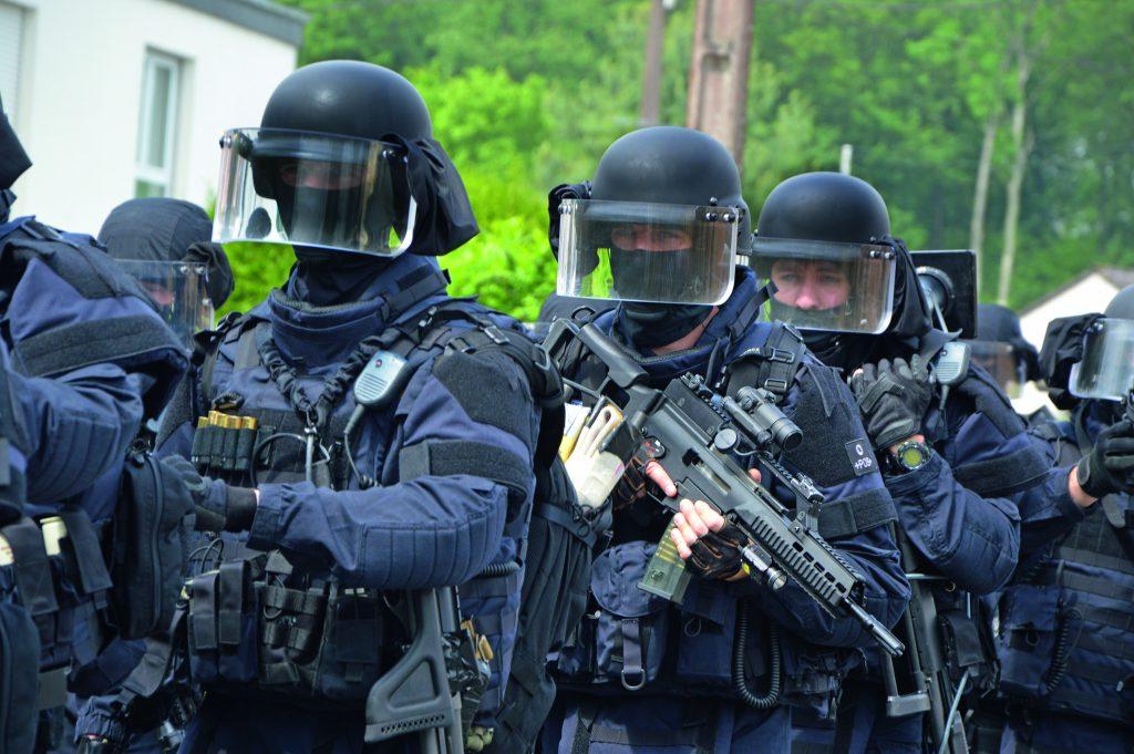 Comment Le Gign S Adapte Au Terrorisme Magazine Raids